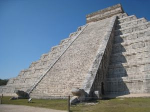 マヤ文明のピラミッド