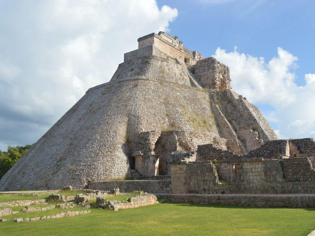 ウシュマルのピラミッド