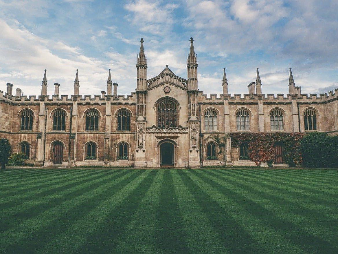 西洋の古い大学