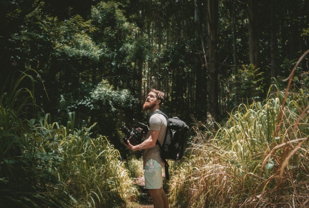 探検家の男性